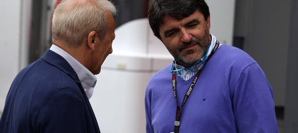 Foto: Luis García Abad conversando con Werner Heinz, manager de Nico Hulkenberg.