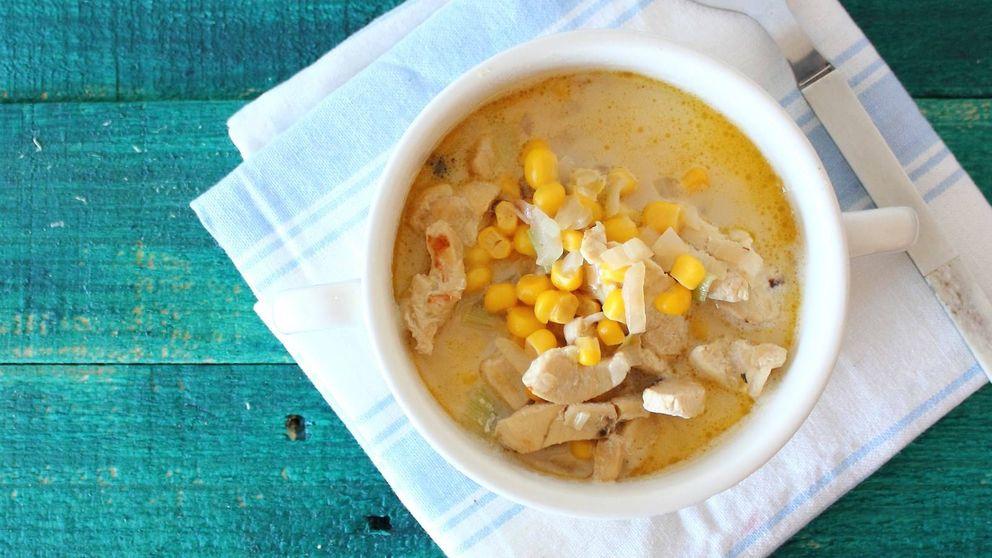 Sopa de pollo y maíz: la receta templada que no te hará sudar en verano