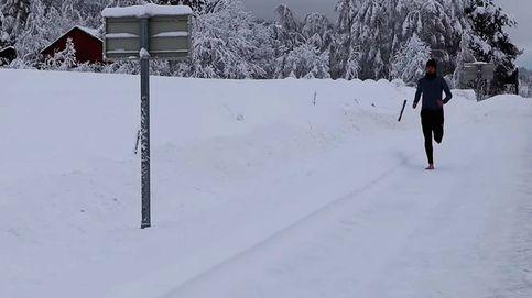 Un noruego corre media maratón descalzo sobre la nieve y bate un récord