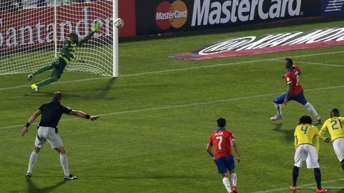 Chile está en casa: un penalti inventado  le da la victoria en el partido inaugural