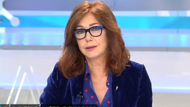 Ana Rosa, mientras contaba ante las cámaras su enfermedad. (Mediaset)