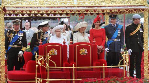 Isabel II, optimista tras vacunarse, planea la primera gran reunión familiar (Sussex incluidos)