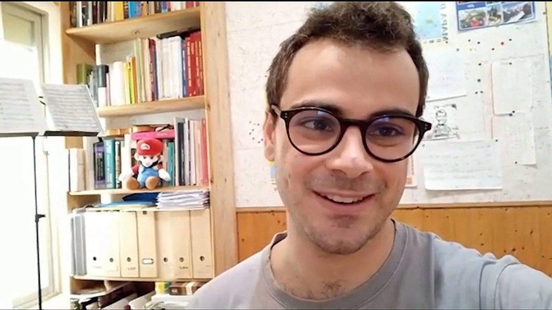 Pablo Díaz, en su casa tras 'Pasapalabra'. (Antena 3)