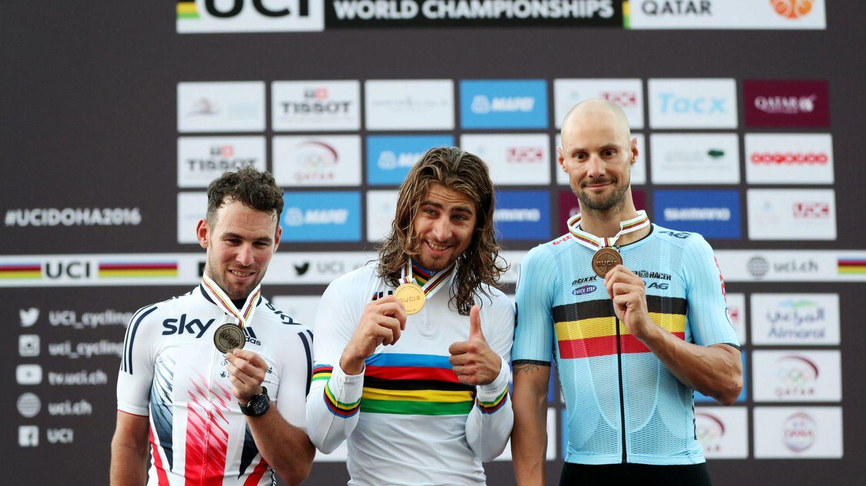 Foto: El podio de la prueba masculina del Mundial de Doha, con Cavendish (i), Sagan (c) y Boonen (d) (Ibrahem Alomari/Reuters)