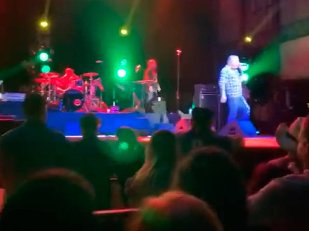 Foto: Los asistentes no guardaron ningún tipo de medida de seguridad durante el concierto (Foto: Twitter)