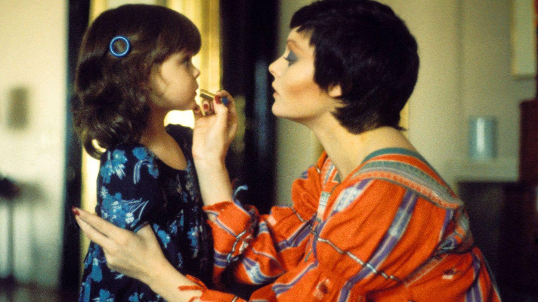 Rocío Dúrcal, en una preciosa imagen con su hija Carmen de niña. (Getty)