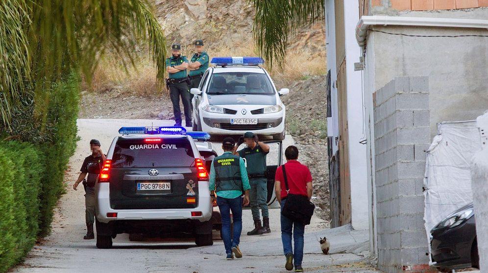 Foto: La pareja de Dana Leonte evita que el parricida de Puerto de la Torre se suicide. (Efe)