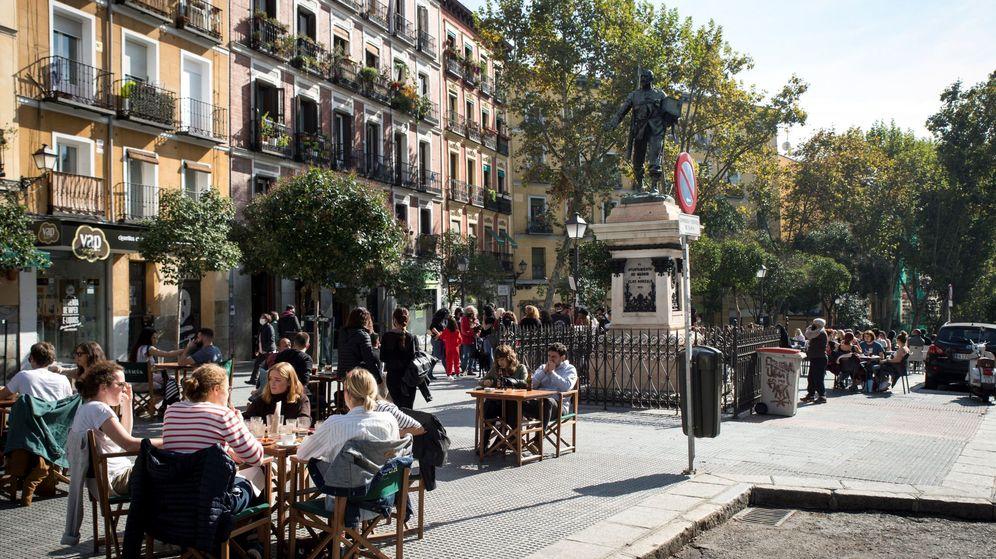 Foto: Terrazas de bares de Madrid repletas de clientes. (EFE)