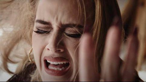 El nuevo videoclip de Adele nos regala el eyeliner más potente y  la manicura garra