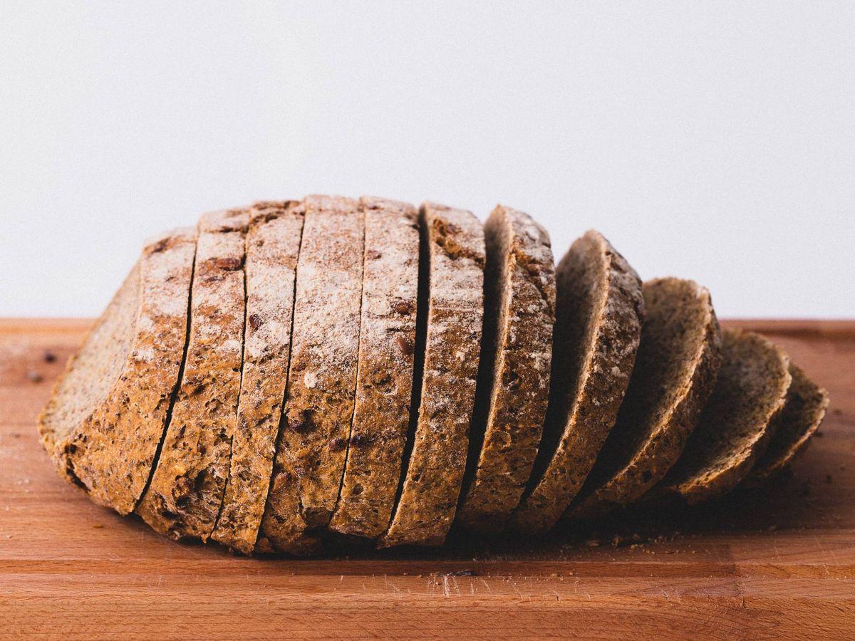 Foto: No es necesario dejar de comer pan para adelgazar. (Jude Infantini para Unsplash)