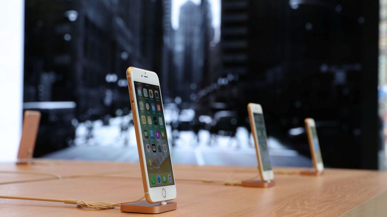 El iPhone 8 Plus, expuesto en una tienda de Chicago. (Reuters)