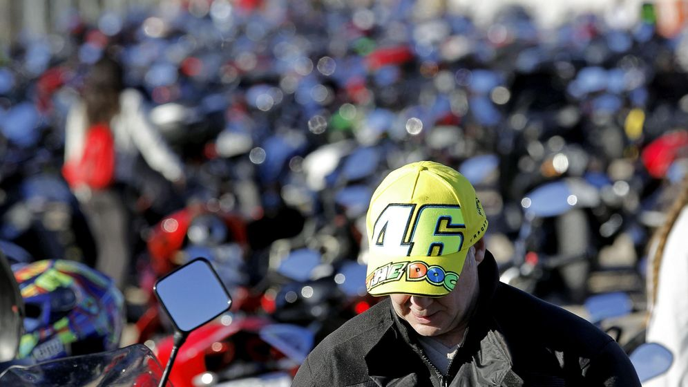 Foto: Miles de aficionados, en el circuito Ricardo Tormo de Cheste en 2015. (EFE)