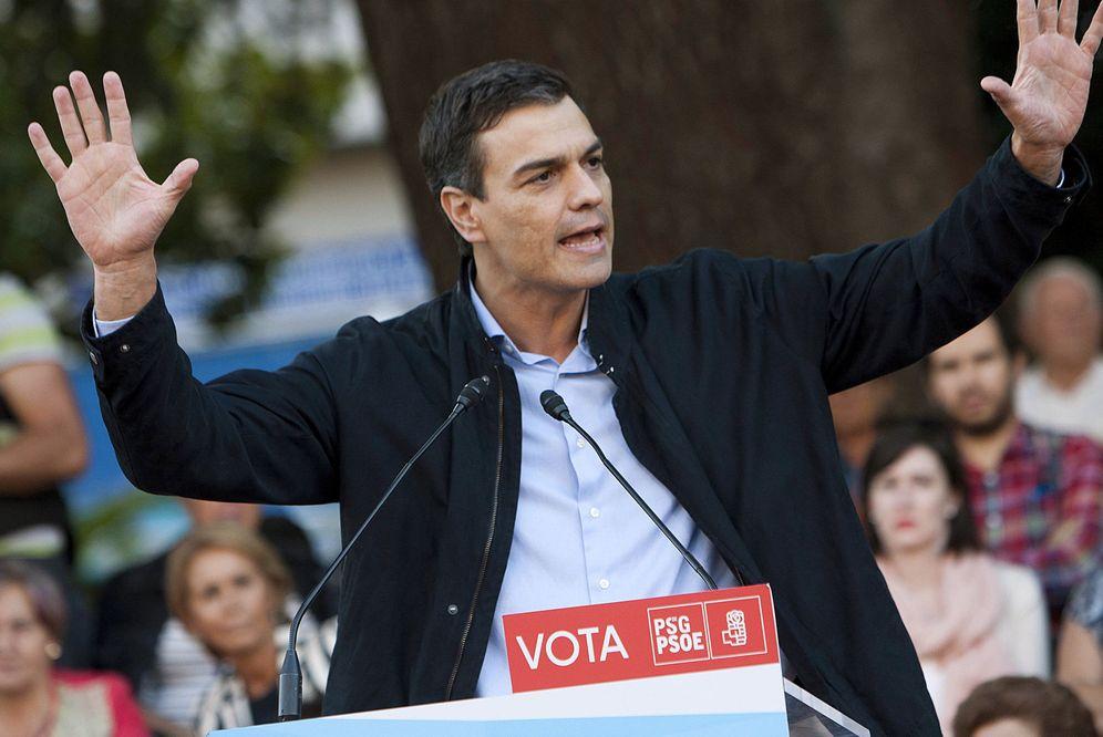 Foto: Pedro Sánchez, durante su mitin en Redondela, Pontevedra, este 23 de septiembre, en el cierre de campaña de las elecciones del 25-S. (EFE)