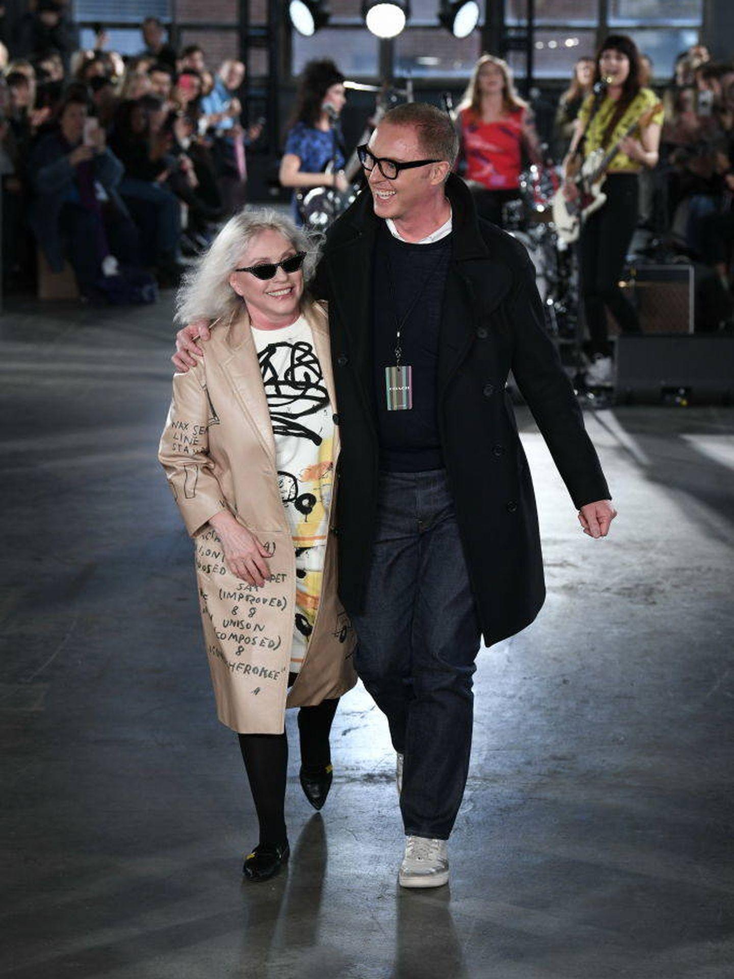 Debbie Harry y Stuart Vevers. (Getty)