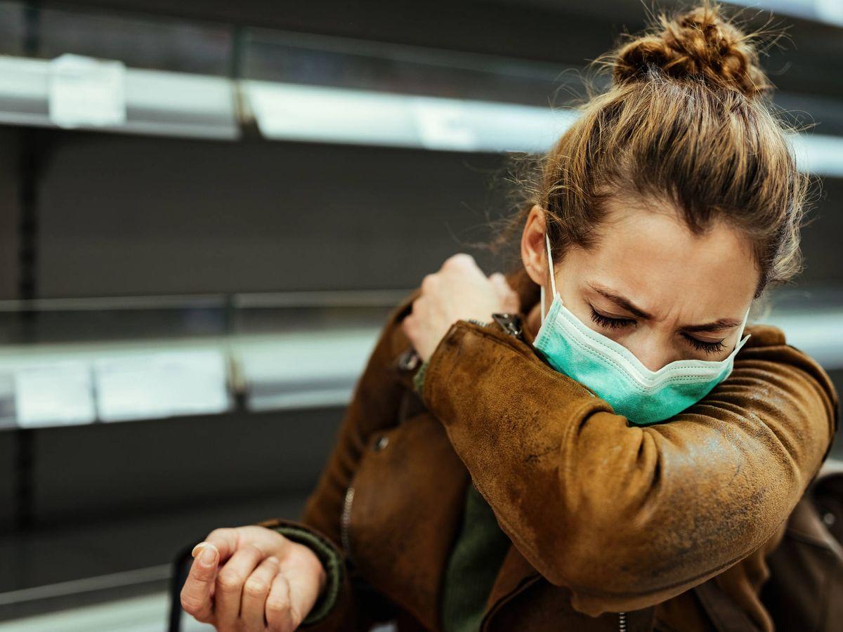 Esto debes hacer si quieres estornudar y llevas la mascarilla puesta