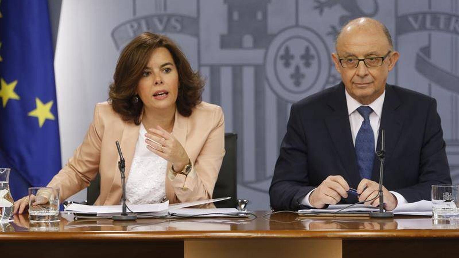 Foto: Soraya Sáenz de Santamaría y Cristobal Montoro (EFE)