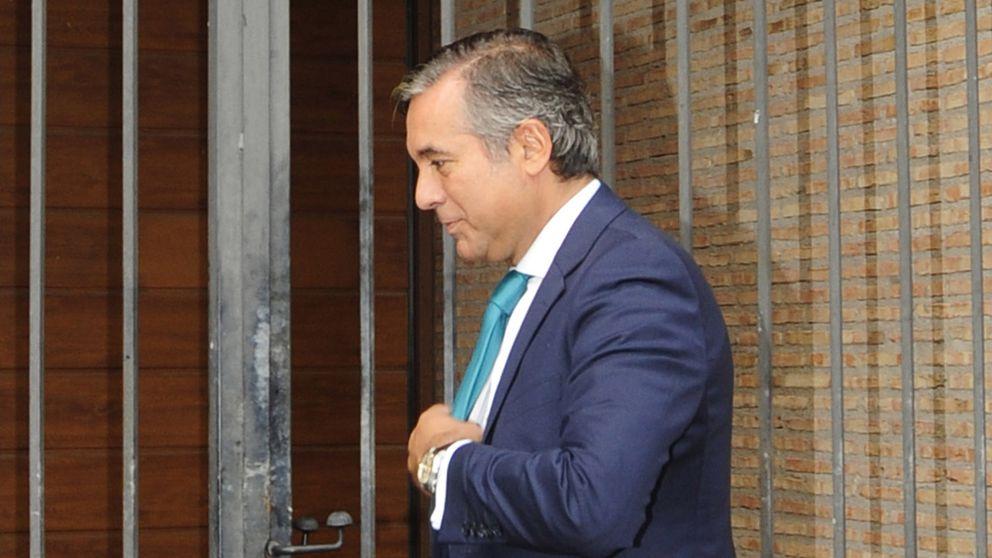 El juez Enrique López, ex de Silvia Jato, se casa tras un año de noviazgo