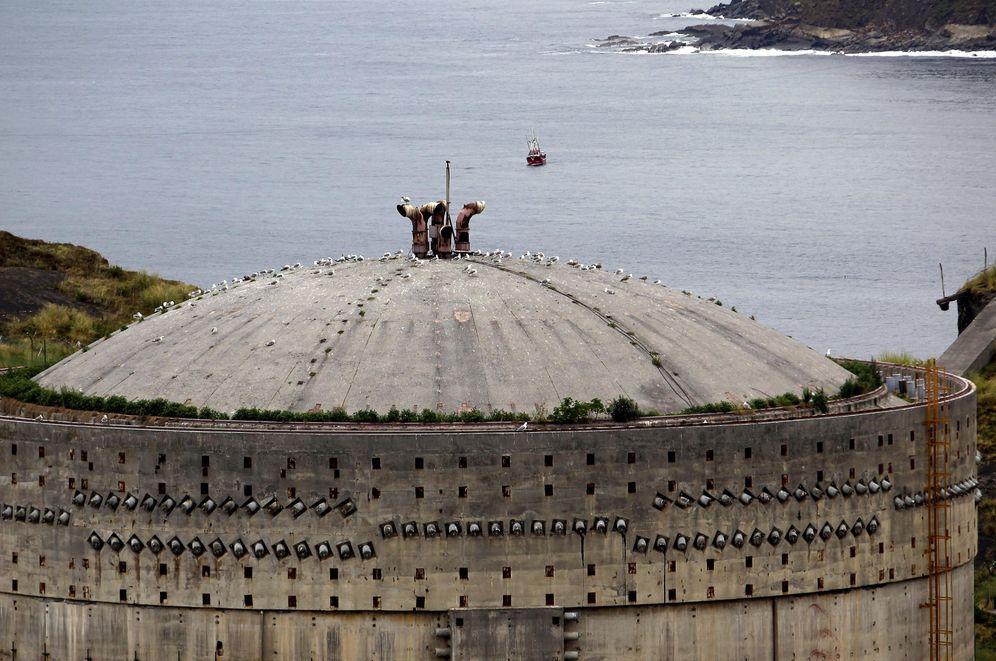Foto: Imagen de uno de los edificios de cemento de la central nuclear de Lemóniz. (EFE)