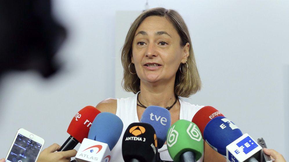 Foto: La secretaria de Empleo del PSOE, Luz Rodríguez, atendiendo a los medios en la sede de Ferraz. (Efe)