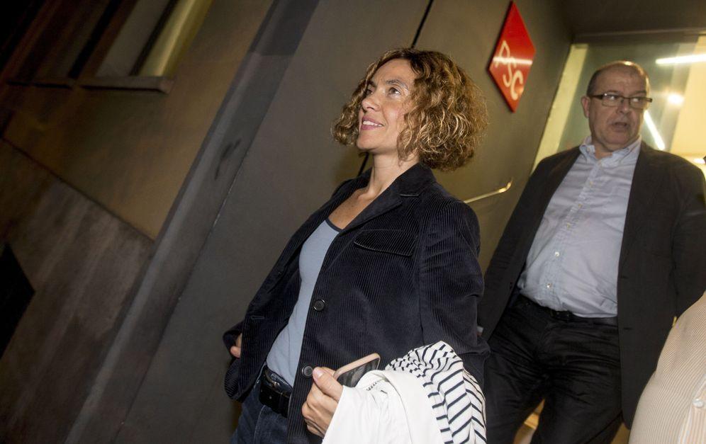 Foto: Los diputados Meritxell Batet y José Zaragoza, el pasado 25 de octubre a su salida de la sede del PSC tras su último 'consell nacional'. (EFE)