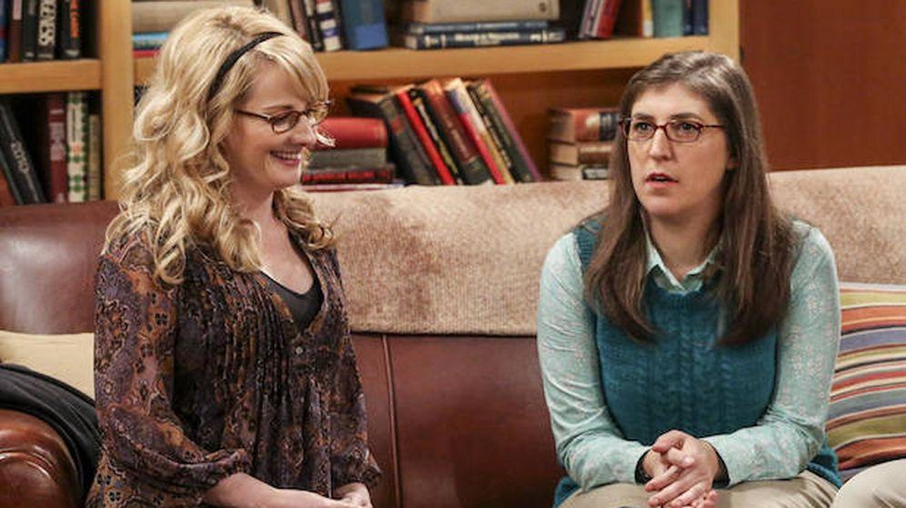 Foto: Melissa Rauch y Mayim Bialik en 'The Big Bang Theory'.