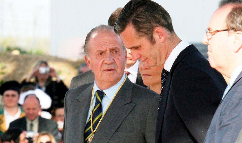 Foto: El Rey emérito junto a Iñaki Urdangarin en una imagen de archivo. (EFE)