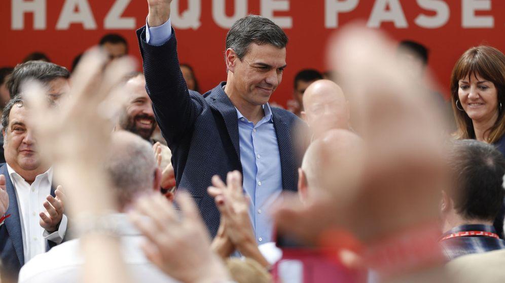 Foto: El presidente del Gobierno y candidato a la reelección por el PSOE, Pedro Sánchez (c), durante su participación en un acto electoral en San Sebastián. (EFE)