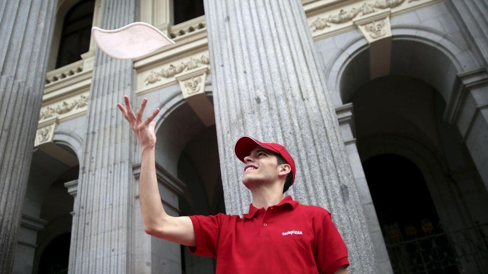 Foto: Pizzero en la Plaza de la Lealtad (Reuters)