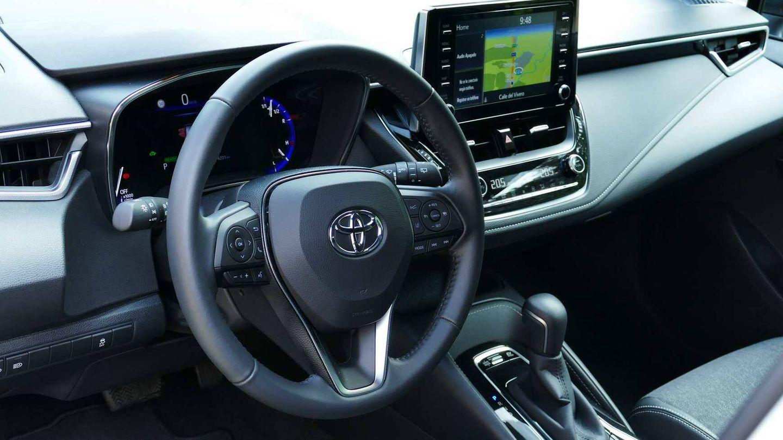 Puesto de conducción muy completo en la nueva generación del Corolla.