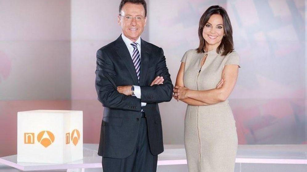 Foto: Matías Prats y Mónica Carrillo, en 'Antena 3 Noticias'. (Antena 3)