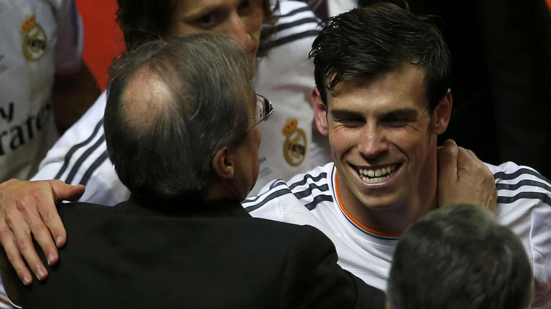 Florentino Pérez, saludando a Bale.