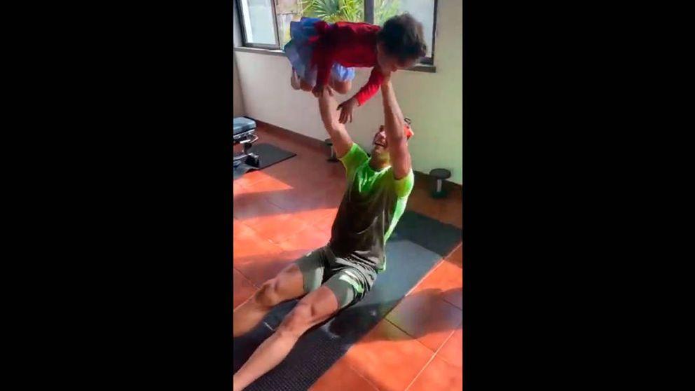 El entrenamiento más personal de CR7: usando a sus hijos como pesas