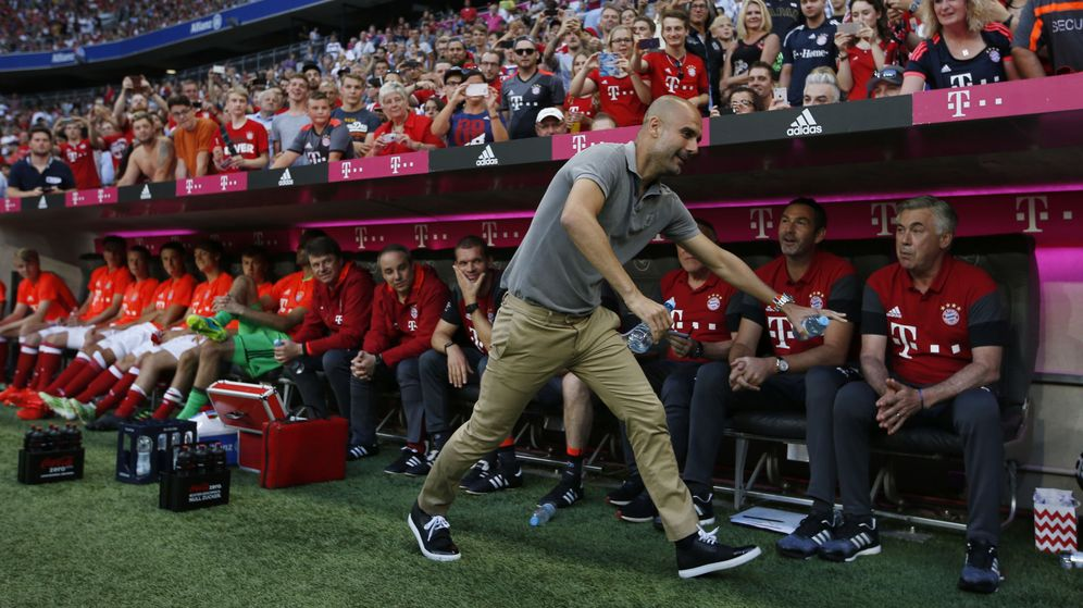 Foto: Manchester city manager pep guardiola with bayern munich coach carlo ancelotti before the match