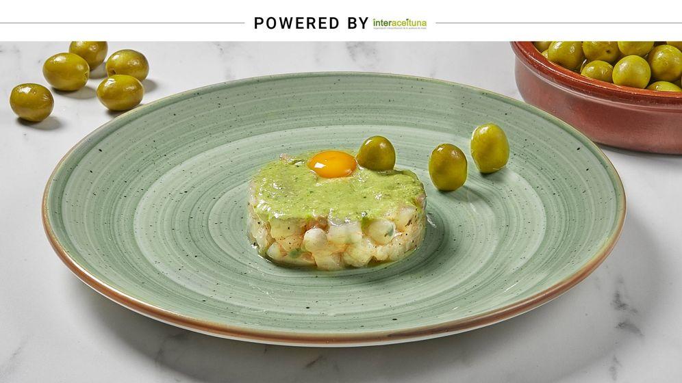 Foto: Pesto de aceituna manzanilla con tartar de gamba blanca y yema de huevo de codorniz, de la chef Pepa Muñoz. (Interaceituna)