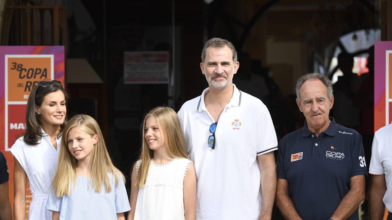 Los Reyes y sus hijas en el Club Náutico. (Limited Pictures)