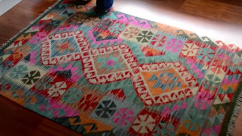 La alfombra de María. (YouTube)