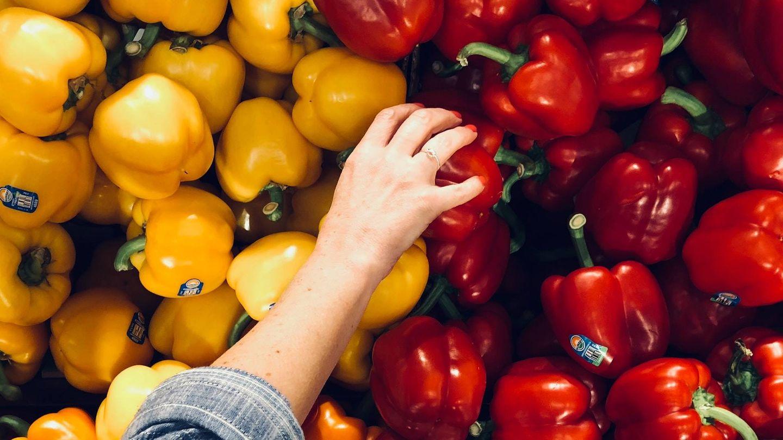 Habría que incluir cinco piezas (entre fruta y verdura) en las cinco comidas del día (Unsplash)