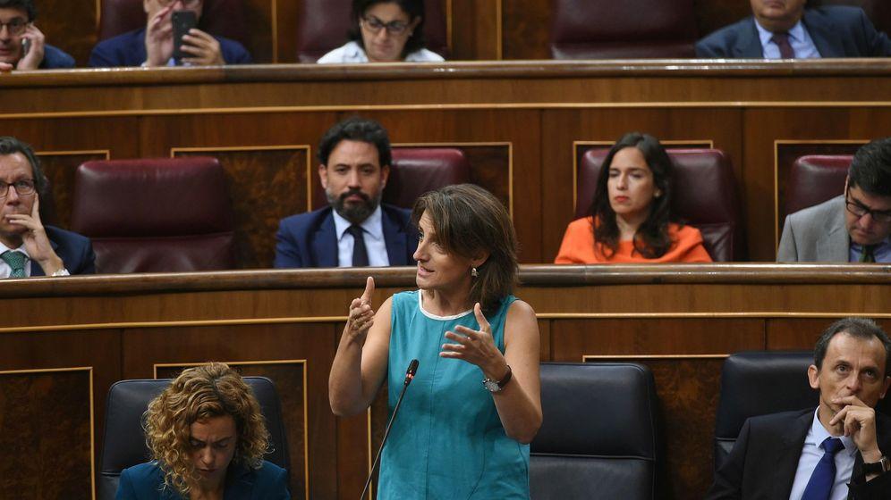 Foto: Teresa Ribera delante del portavoz de Energía del PP, Guillermo Mariscal. (EFE)
