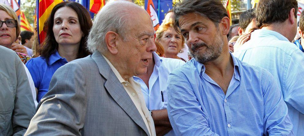 Foto: El expresidente de la Generalitat Jordi Pujol (i) conversa con su hijo Oriol Pujol. (EFE)