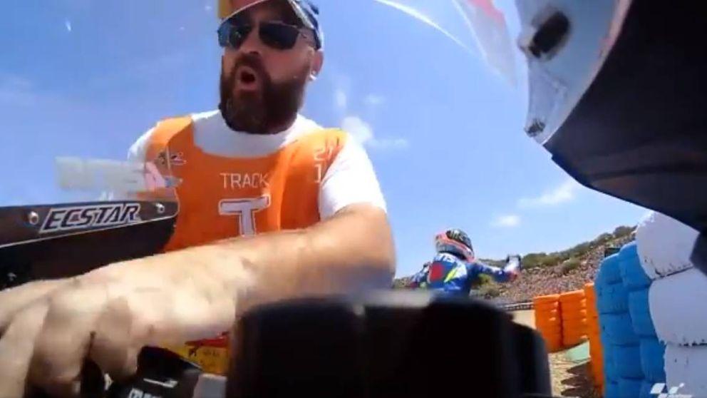 La pillada a un comisario robando una pieza de la moto de Álex Rins en Jerez