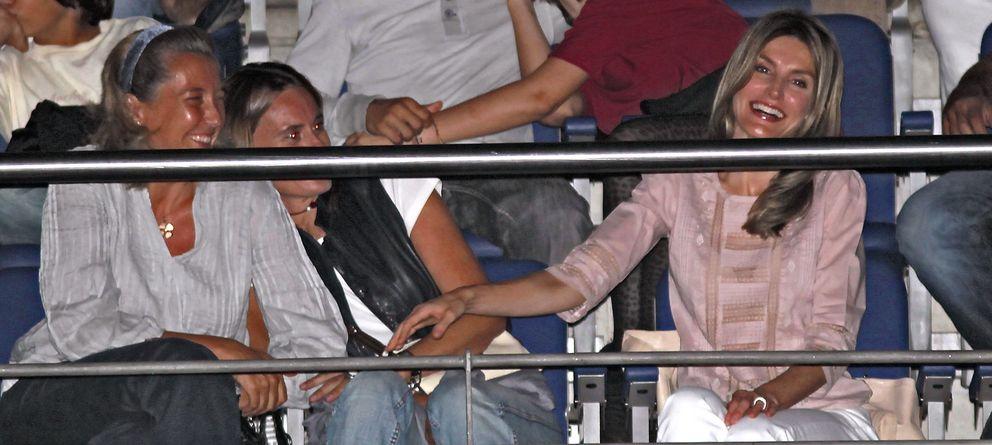 Foto: Letizia Ortiz en un concierto junto a una amigas en 2010 (Gtres)