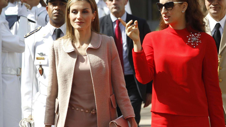 Letizia y Salma, durante la anterior visita de los Reyes a Marruecos. (EFE)