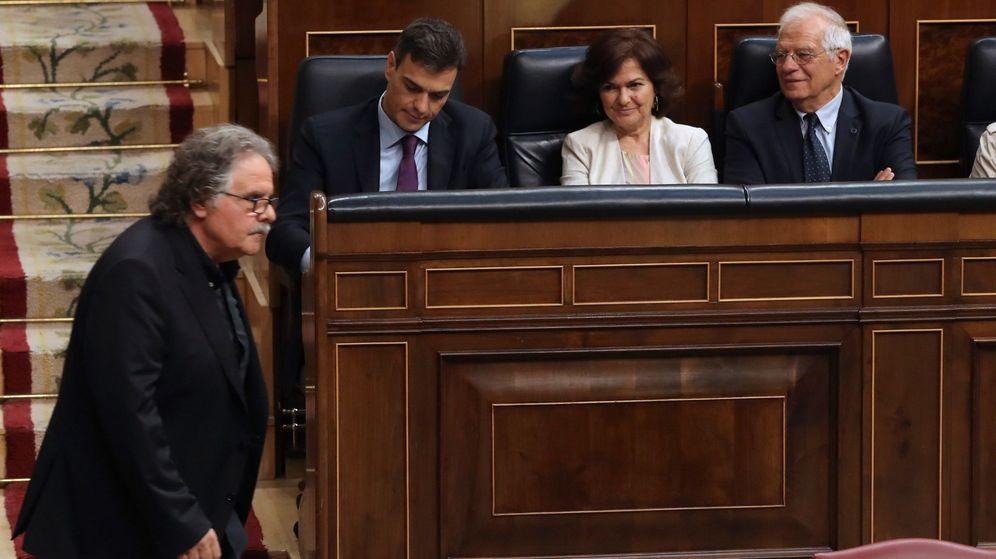 Foto: Joan Tardà (ERC) ante Pedro Sánchez, Carmen Calvo y Josep Borrell en el Congreso. (EFE)