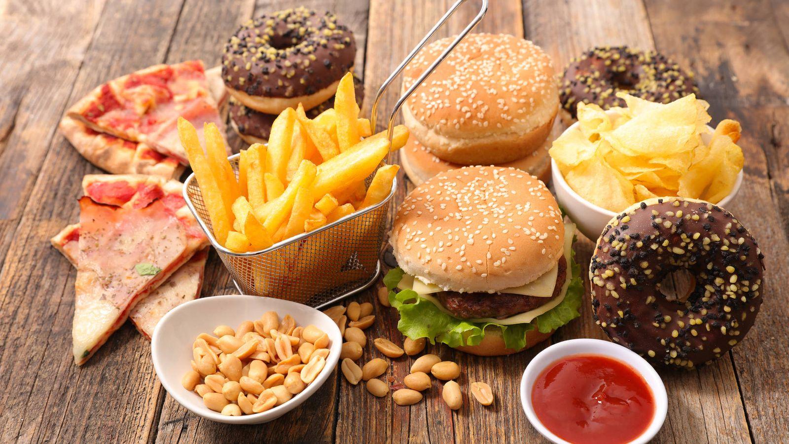 Evita la comida basura procesada (come comida real en su lugar