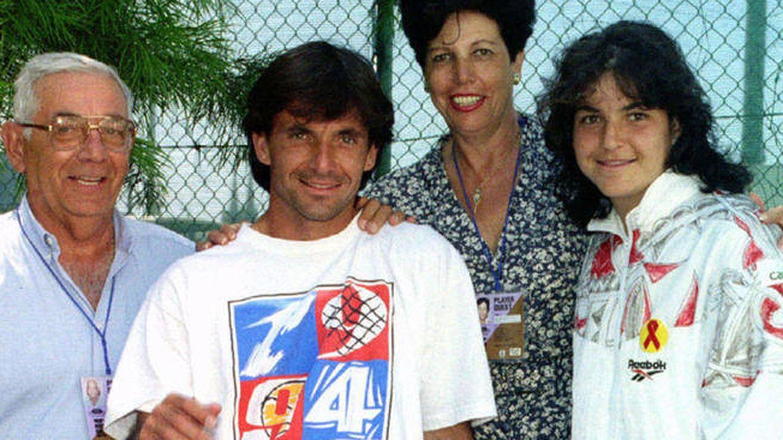 Emilio Sánchez y Marisa Vicario con su hijo mayor, Emilio, y su hija pequeña, Arantxa. (Gtres)