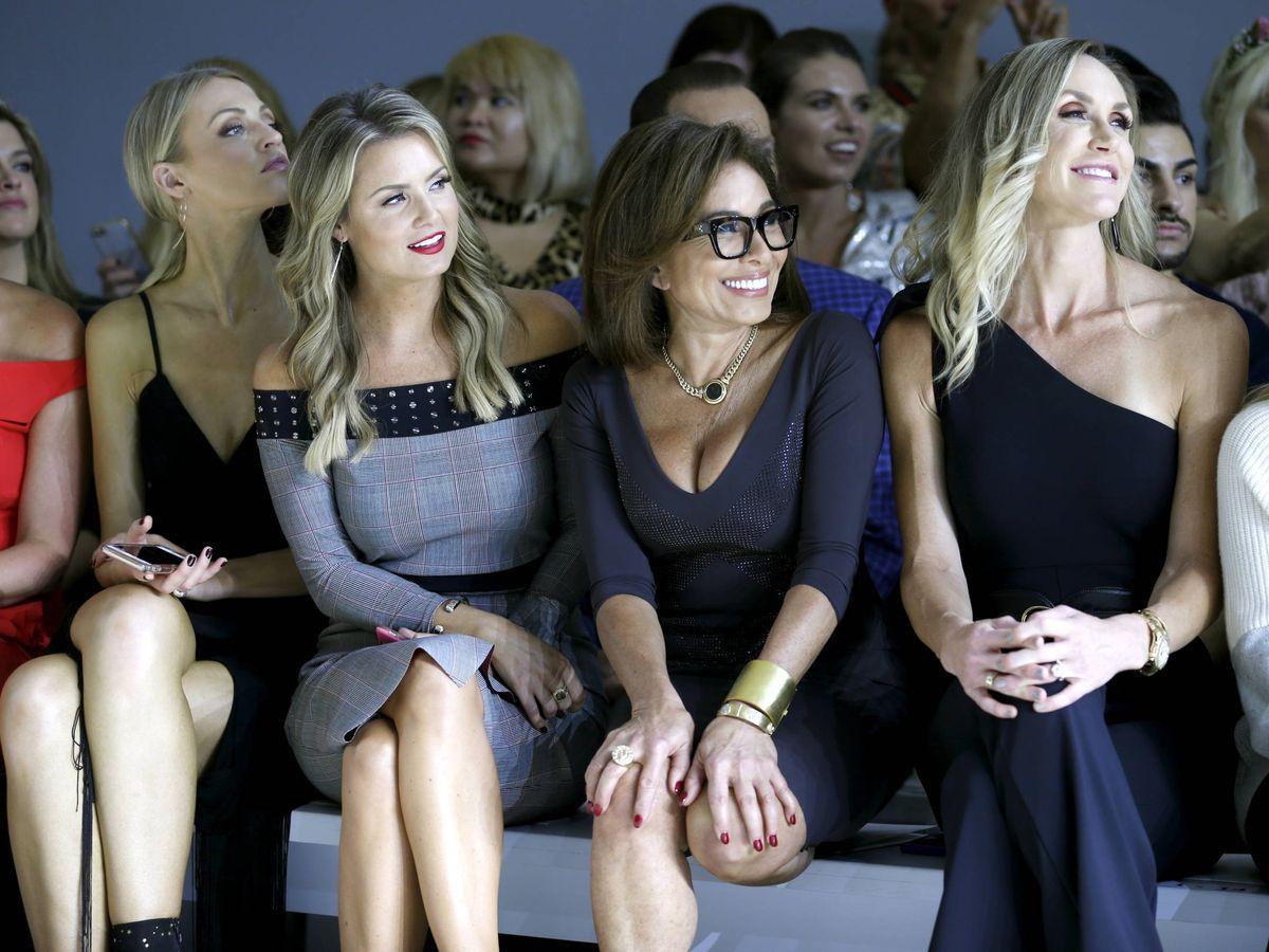 Foto: Jillian Mele, Jeanine Pirro y Lara Trump, en el front row de Chiara Boni. (Getty)