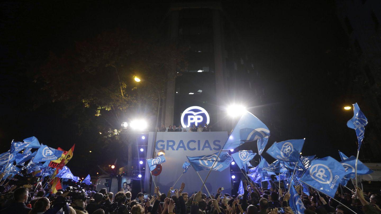 Imagen de la sede del PP durante la noche electoral de diciembre de 2015. (EFE)