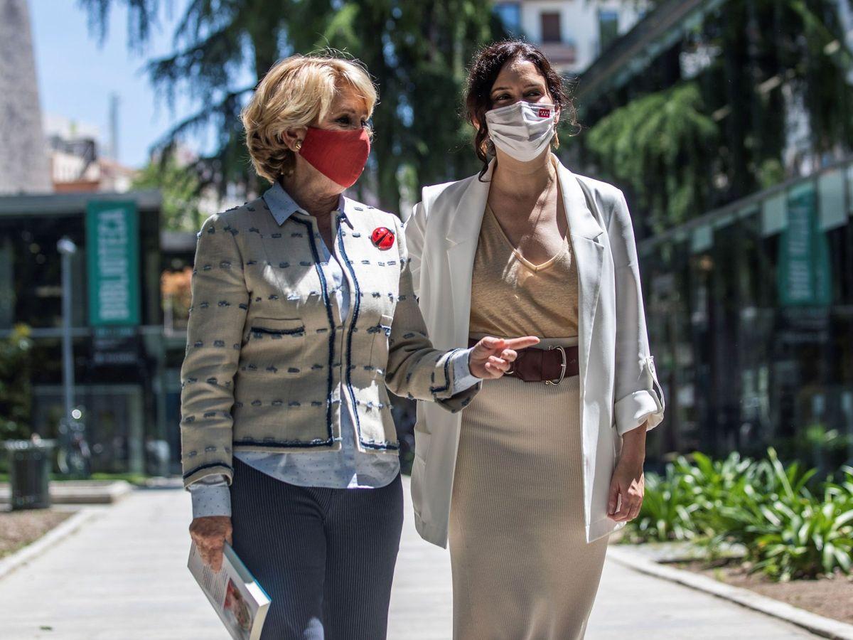 Foto: La expresidenta madrileña Esperanza Aguirre, acompañada por la presidenta de la Comunidad de Madrid, Isabel Díaz Ayuso. (EFE)