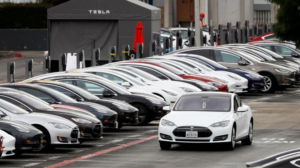 Foto: Aparcamiento de la fábrica de Tesla en Fremont. (Reuters)