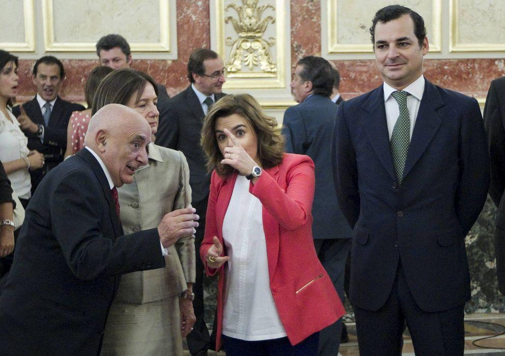 Foto: La vicepresidenta junto al presidente de RTVE, Leopoldo González-Echenique. EFE